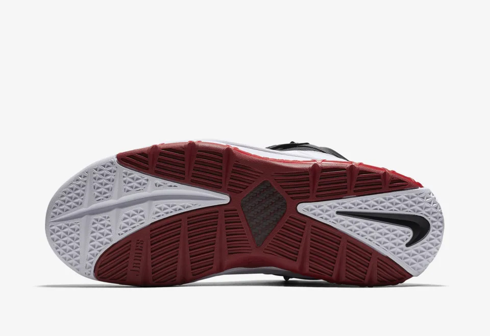 1c1dc54f4def4 The Nike Zoom LeBron 3  Home  is now available at all Titan doors  (including Titan22.com) for Php 8